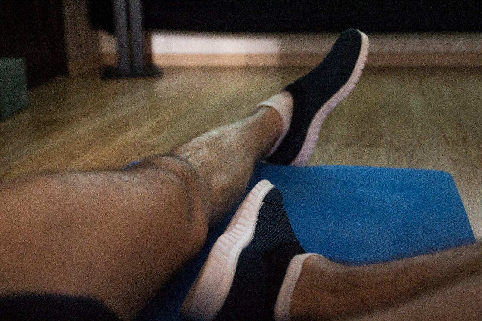 cgicofee-legs-reveal
